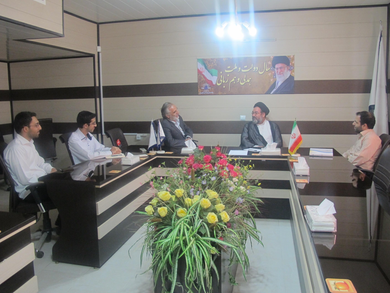 نشست صمیمی مسئولین صندوق با حجت الاسلام  موسویان، عضو شورای فقهی بانک مرکزی